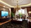 色的咖啡花纹电视背景墙搭配银灰色的沙发,吊顶后的灯饰增添了几分午夜的妩媚,木色的茶几让生活多了几分雅致。