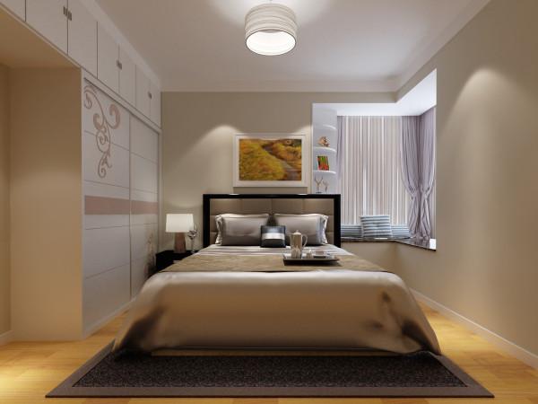 【主卧设计说明】:主卧的空间有三米六左右的长度,我们放置了一米八的大床   和一个床头柜,客户要求储物空间多,门口横着现场做了一个衣柜,床头飘窗上现场做一个装饰柜。