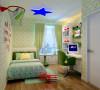 设计理念:墙面贴满充了童趣壁纸,多样的图案可满足儿童对世界的好奇心,儿童房的色彩的搭配给予一种明亮、轻松、愉悦的心情。地面采用地板有利于孩子的玩耍。五角星的吸顶灯赋予孩子无限的想象空间。