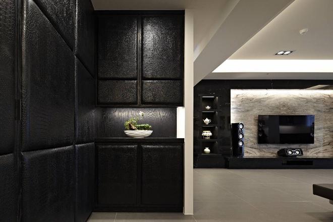 简约 三居 收纳 80后 时尚 雅居 客厅图片来自孙进进在145平现代时尚雅居实景案例欣赏的分享