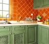 北京别墅装修——厨房。橘色的墙面,做旧的绿色柜子,原木吊顶,尽显乡村本色。