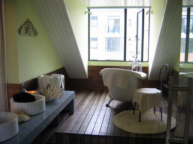 地中海 复式 装修设计 卫生间图片来自阿拉奇设计在江南家园_地中海家庭装修的分享