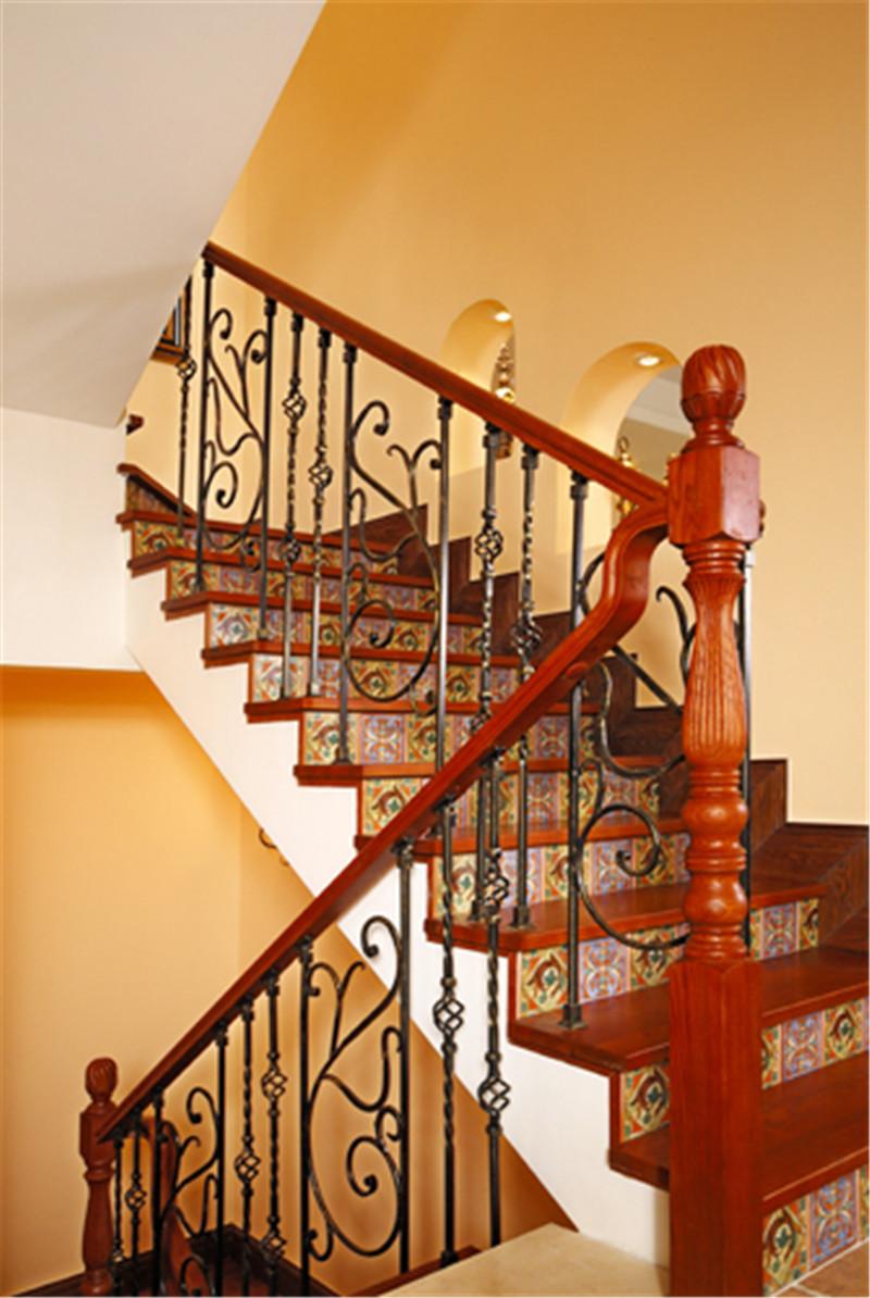别墅 意式乡村风 托斯卡纳 楼梯图片来自尚层装饰张迪在西山林语意式乡村托斯卡纳风格的分享