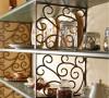 北京别墅装修——厨房的调料架。好客的女主人喜欢亲自下手,为亲人朋友准备丰盛的食物。