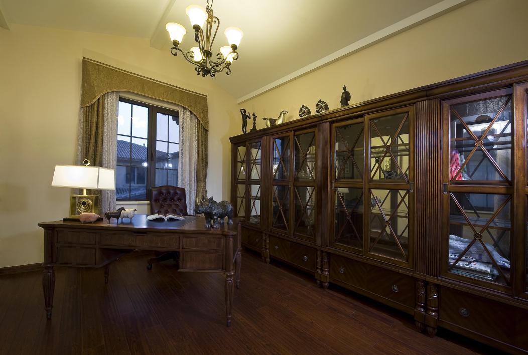 别墅 书房图片来自博览天下在龙湖滟澜山-320平米新古典风格的分享