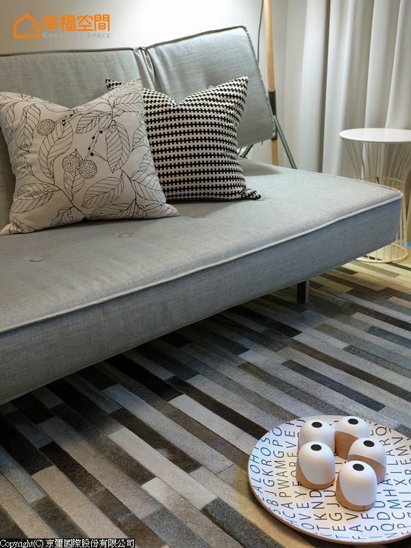以灰阶为主软件配置,对比书墙的木质感,呈现时尚、柔和的色调。