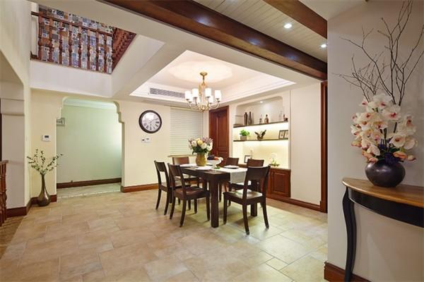餐厅延续客厅的色调和设计,与客厅整体统一和谐,餐厅的挑高设计既美观又能使空间进行划分。