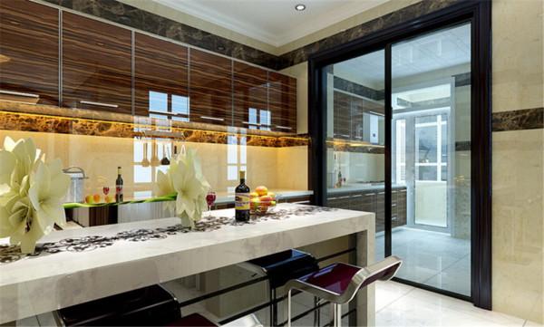 45度的菱形拼花地砖外加双层深咖色石材波打线,将整个客厅的功能区划分开来,让整个区域更加有序,电视背景墙左右两边的茶色玻璃、弧形垭口的黑胡桃套线以及沙发在色彩上一一呼应,更增加了整个空间的整体性。