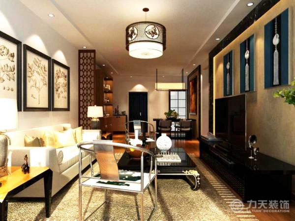 现代材料和中式圈椅完美的结合起来,地面铺上米灰色地毯,茶几和电视柜采用黑色烤漆材料,对面电视背景墙采用黑金沙石材圈边,中间铺贴米黄色壁纸