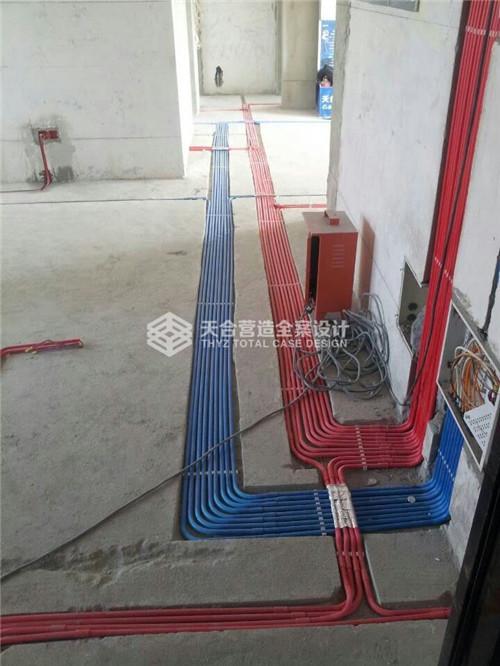 专业线卡线与线之间隔离空隙,布线整齐,利于水泥砂浆均匀进入,避免空鼓。