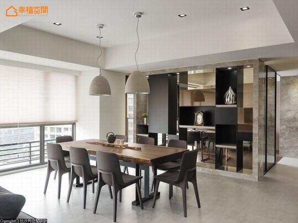连结自然的大地色系贯穿室内家饰,细看简约设计感的主灯,灯罩上带有质朴水泥元素,又进一步贴近风格主轴。