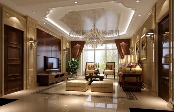 客厅的地面与顶面相呼应, 地面与墙面都大部分选用大理石,使空间的层次感更加协调。