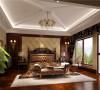 将欧 式元素运用到其中把整个卧室的氛围渲染!
