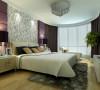构造出一个温馨的二人世界。卧室的设计成了整个设计的重点,快节奏的生活让卧室成了最好的休闲港湾,高雅的贵妃椅,加上紫色的软包设计,体现出低调的奢华,主人也可以在繁忙的工作中偶尔小资一把。