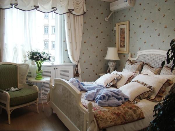 小户型家装,采用风格设计为田园风为主,混搭其他欧式风格,虽然混搭,但在家居每处细节上都感觉出温馨,与自然。