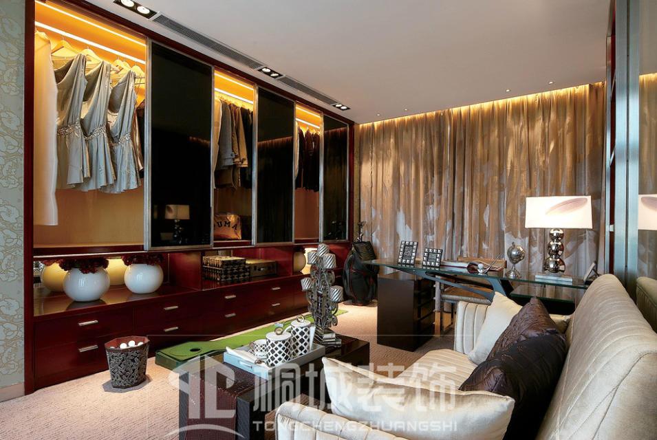 简约 现代 奢华 衣帽间图片来自小兵无敌在金地荔湖城B型别墅现代奢华风格的分享