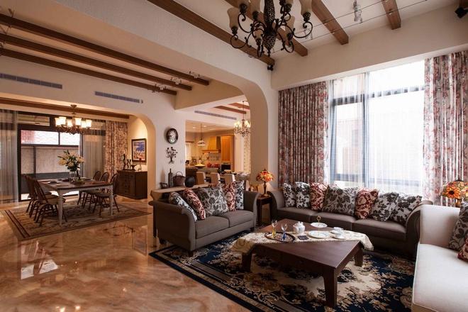 客厅图片来自家装大管家在297平童话世界般乡村田园别墅的分享