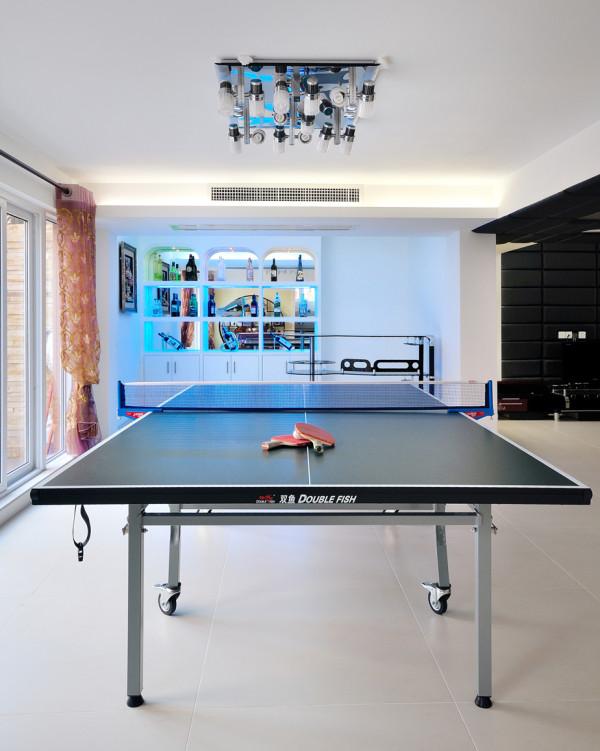 休闲室:现代科技的独具灯具,以休闲区酒柜吧台,以水蓝色灯色打造独特的风格,休闲娱乐的空间,简单大方,又具有神秘之感