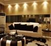 在家具配置上,白亮光系列家具,独特的光泽使家具倍感时尚,具有舒适与美观并存的享受。在配饰上,延续了黑白咖啡的主色调,以简洁的造型、完美的细节,营造出时尚前卫的感觉。