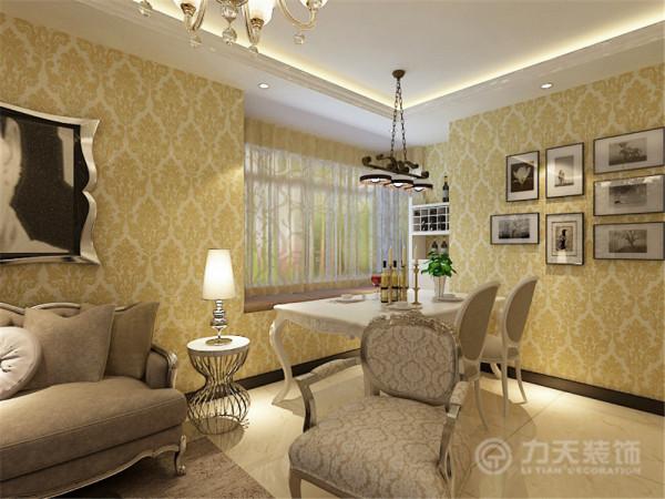室内布置是以咖、白色家具为主,对比色比较强