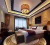 主卧室的设计融合了庄重与优雅双重气质,地毯、墙面装饰、顶面装饰、垭口、灯具都恰到好处的表现了中式元素,点睛而不繁杂。棕黄色调的软包加上温馨的暗藏灯光让人倍感温馨放松,又极具大气华丽感。
