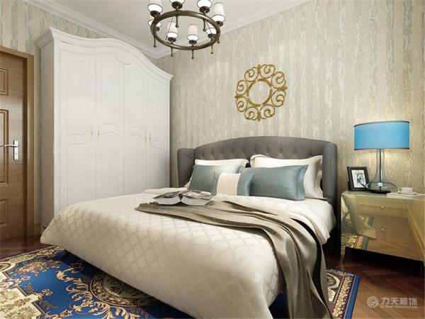 次卧的布局与主卧是一样的增加一体感卫生间我采用平顶,家具依然靠墙放增加活动空间,由于没有独立的采光处,我将地板和墙砖都浅色系的