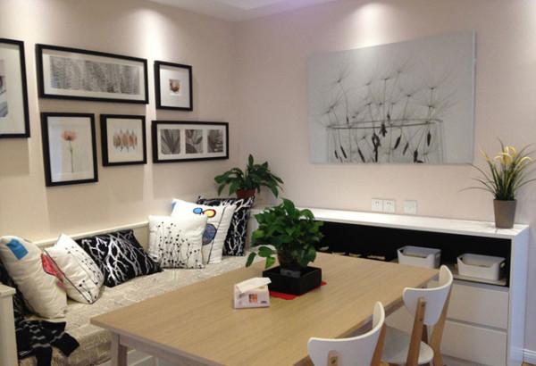 现代简约特性的居室注重特性和创造性的体现,即不主张寻求高档奢华,而着力体现差异于其他住所的东西。住所小空间多功能是现代室内设计的重要特征