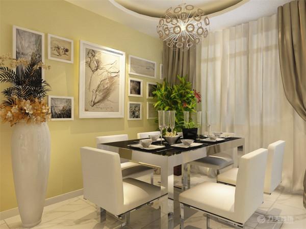 装饰品和画,绿植是起点缀作用,整个起居室以暖色为主,其中一个卧室采用榻榻米形式,加以装饰衣柜,床头加以装饰画,采用较亮的床上用品点缀
