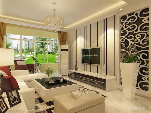本案在室内,墙体全部采用淡黄色,室内家具采用白色家具为主,客厅电视背景墙采用部分贴黑白条壁纸,边上采用白色雕刻版,,里面是黑色茶镜,在茶镜旁放有装饰植物