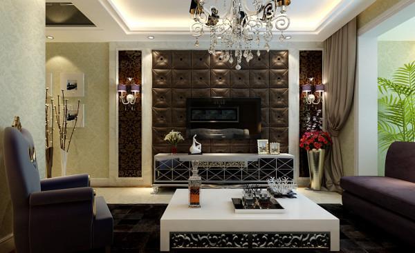 客厅大气、简约、沉稳,采用了软包、壁纸等高档材质。没有过多累赘复杂的造型,体现了主人的内蕴品性。沙发造型与地毯颜色的设计打破以往的搭配,突出了空间稳重而活跃。