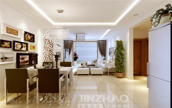 在室内,窗帘、椅子、沙发套、等均以黑白色调和棉织品为主。壁纸和玻璃茶镜也装饰于空间中。挂画和绿色的植物也是很好的点缀。