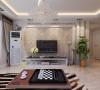 电视背景墙是壁纸为底,结合弧形与直角石膏板造型,柔和的曲线与硬朗的直线在视觉上带来强烈的对比,正如欧式的优雅与现代的简练带来的碰撞之美。