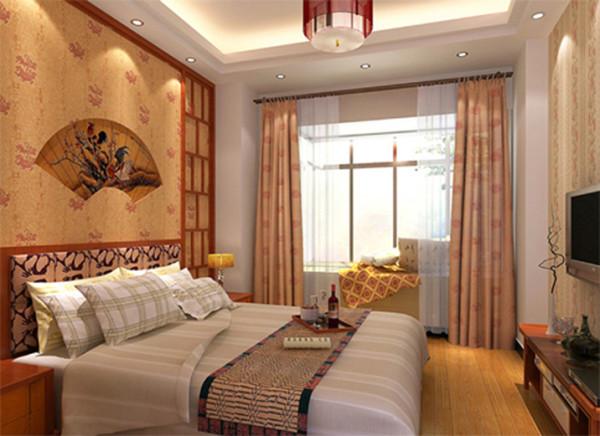 此为现代简约风格的卧室,利用镂空的墙面与木质家具的结合,给家具上带来了古典的气质与文化的韵味。色彩搭配统一、造型简洁、功能实 用。