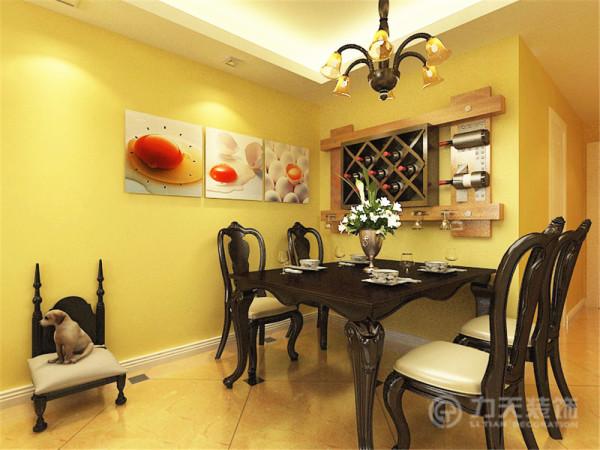 餐厅部分安装了一个小酒柜,另一个墙体添加了几幅装饰画,黄色的鸡蛋的图案,可以有效地促进食欲。为了满足不同光线的需求,增设了许多筒灯。