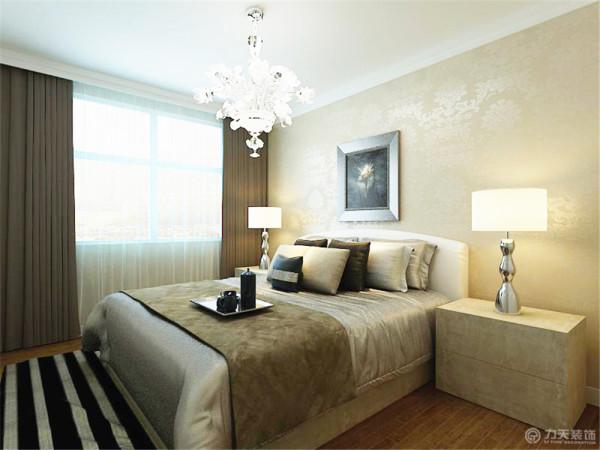 墙面同客厅一样,都采用了壁纸。搭配上暖黄色的灯光,让人感觉到温馨。整体打造了一个让人舒适的休息空间。