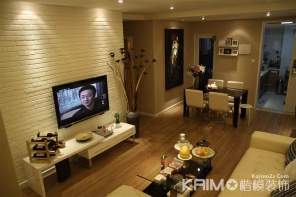 电视背景墙虽然设计的很简单 但 和客厅的整个设计搭配得很好