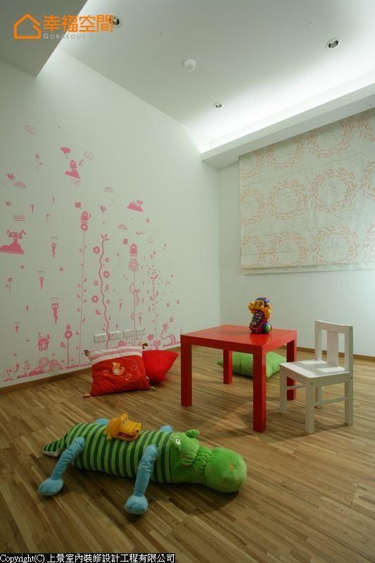 运用粉色壁贴制造可爱小天地,让孩子的成长世界充满丰富的想象力。