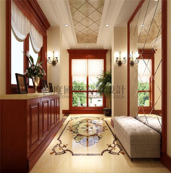 大理石拼花地面,菱形镜即方便出门整装,又扩大了门厅的空间。