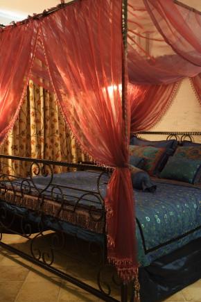 温馨 舒适 浪漫 地中海 卧室图片来自成都生活家装饰在80㎡打造浪漫地中海风格的分享