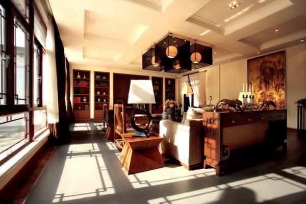 蕴涵着浓浓中式风的木质窗户,阳光洒落在地板上,暖暖的,好是舒服。