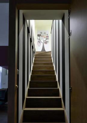 小户型 二居 黑白 北欧 现代 小资 楼梯 楼梯图片来自小兵无敌在96平黑白北欧现代简约风的分享