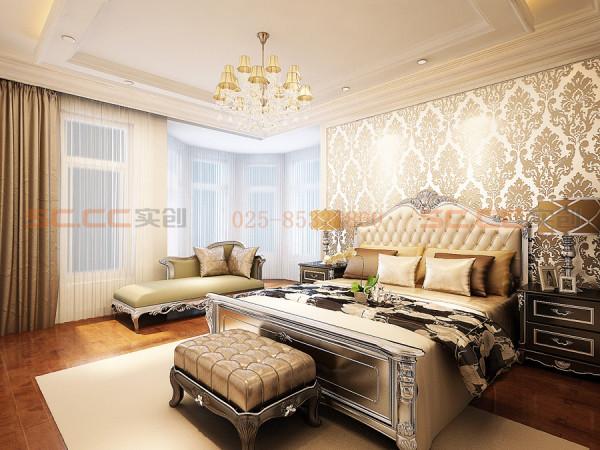 强调感官舒适性的主卧室,用大型饰画手法及搭配造型床架为其睡眠区最大特色,床前壁柜的造型门设计手法,将其较私密性的储藏功能完全隐藏于空间中。