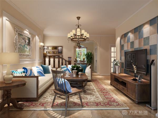 地面采用复古地砖,电视背景墙贴有彩色墙砖,深色的橡木或枫木家具,色彩鲜艳的布艺沙发,都是欧式客厅里的主角。