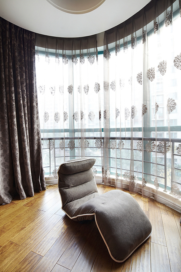 简约 欧式 三居 白领 80后 温馨 阳台图片来自孙进进在140平简欧温馨时尚公寓的分享