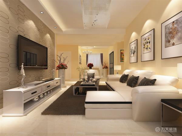 客餐厅地面采用米黄色800*800地砖正铺,客厅沙发背景墙采用挂画,电视墙采用石膏板圈边,后面铺贴壁纸。既体现业主的品味,又不缺乏现代简约感的风格。