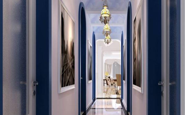 在门与顶面天花的造型方面,沿用了欧式风格所惯有的拱形的元素。但是在色彩上并没有采用采用常见的银色、黄色和金色,而是采用了白色和蓝色的鲜明对比,给业主营造出一种蓝天白云的自然感觉。
