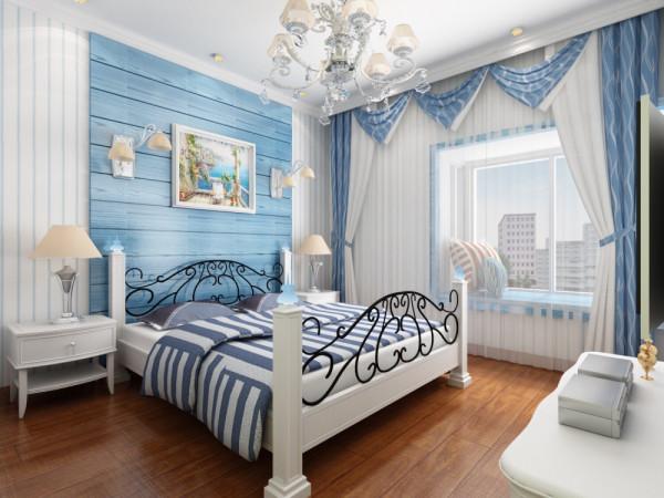 蓝与白:这是比较典型的地中海颜色搭配。 希腊的白色村庄与沙滩和碧海、蓝天连成一片,甚至门框、窗户、椅面都是蓝与白的配色,