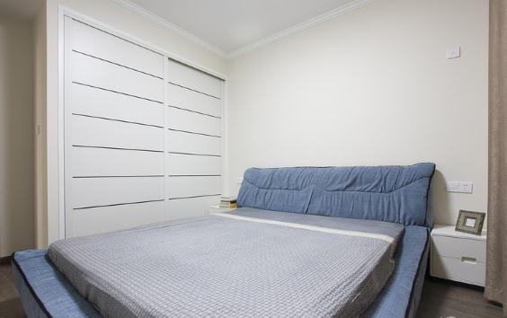 次卧,衣柜是木工师博打的,门板外订