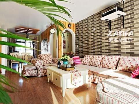 墙纸和沙发色彩不抢,绿植更是点缀了整个客厅
