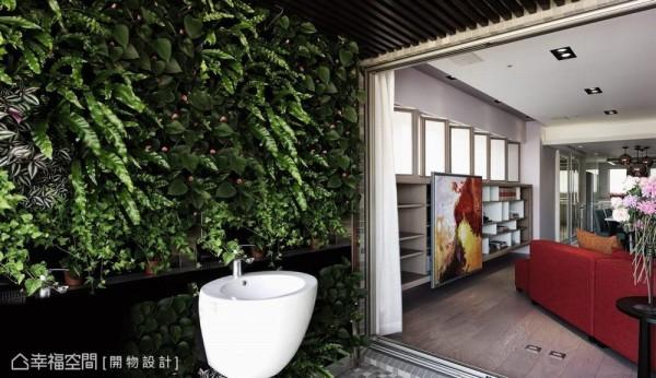 经由植生墙漫入的自然绿意,在若有似无的形体界线中,感受风与光的流动介入。